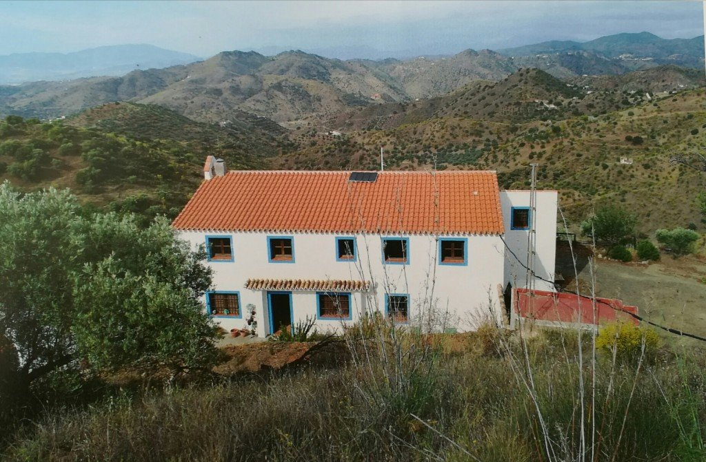 Country house for sale in Almogia