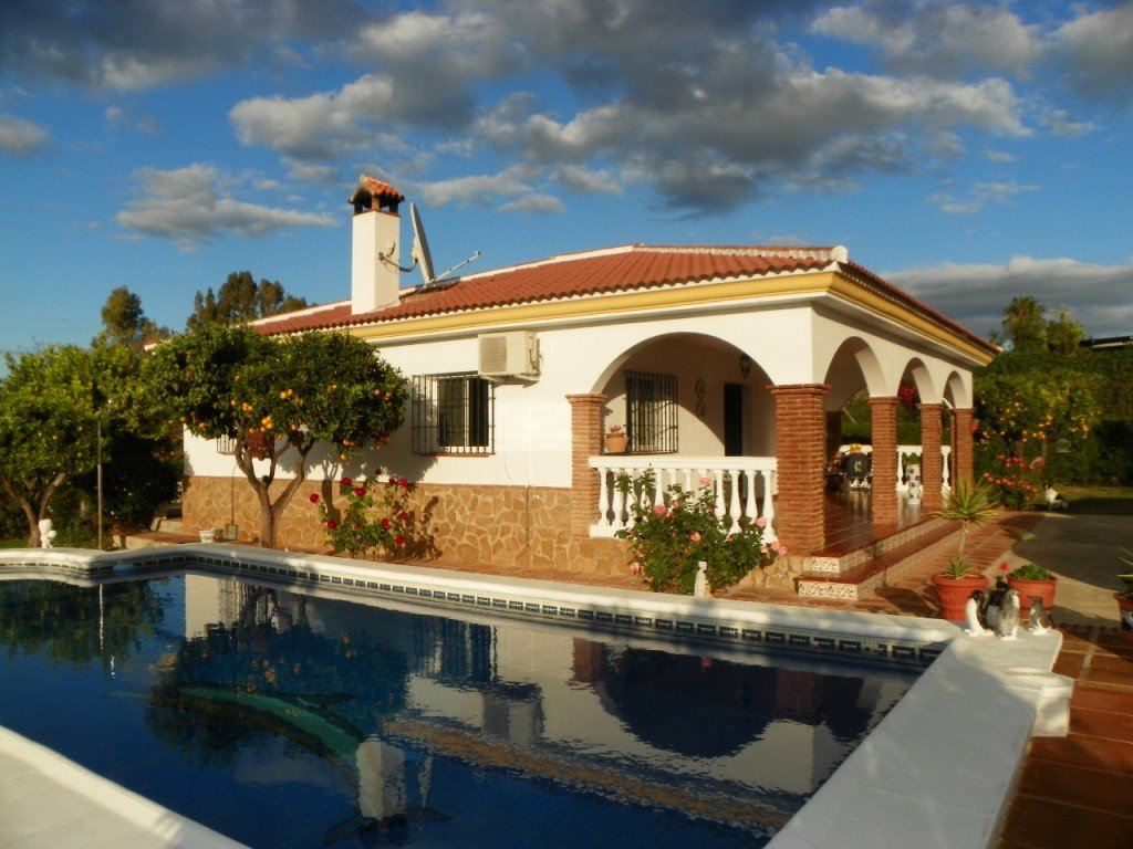 3-bed- country-house for Sale in Cartama