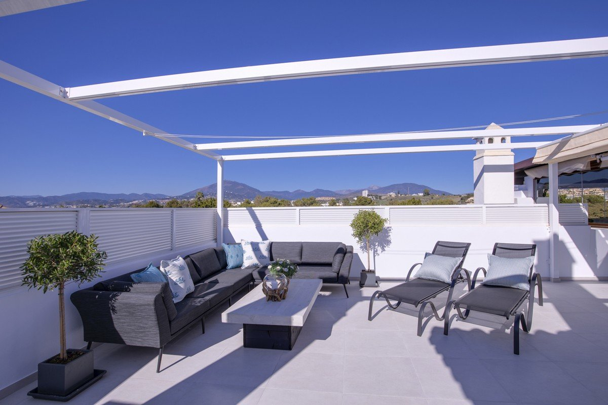 Penthouse for sale in Marbella, Nueva Andalucia