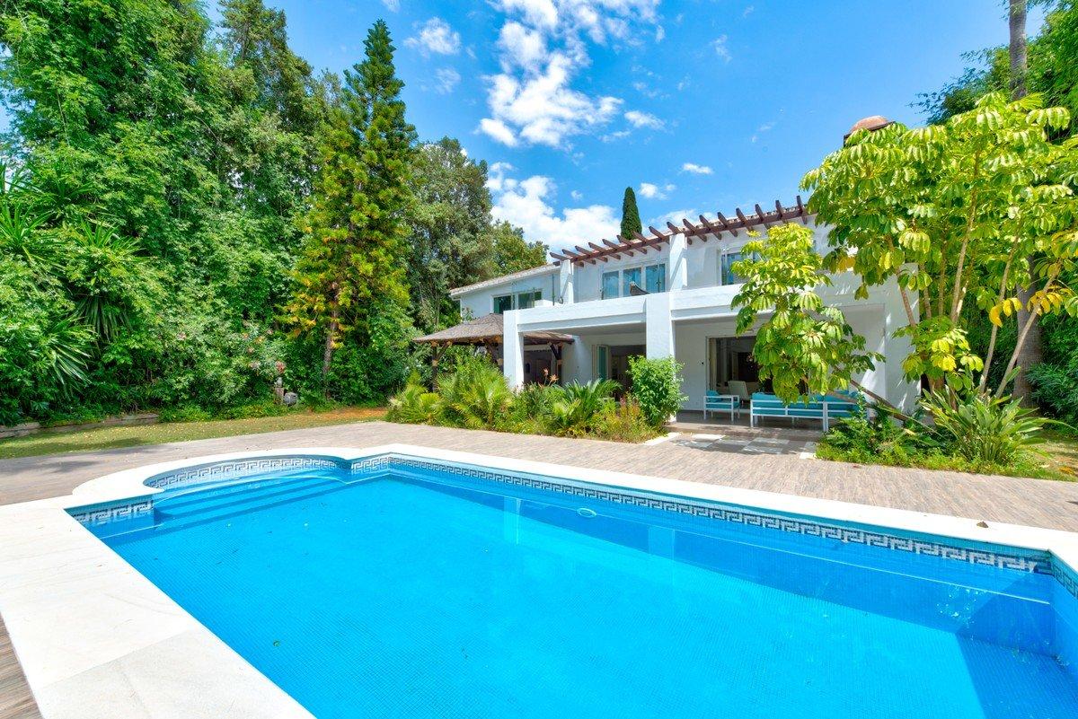 Villa till salu i Marbella, Nueva Andalucia