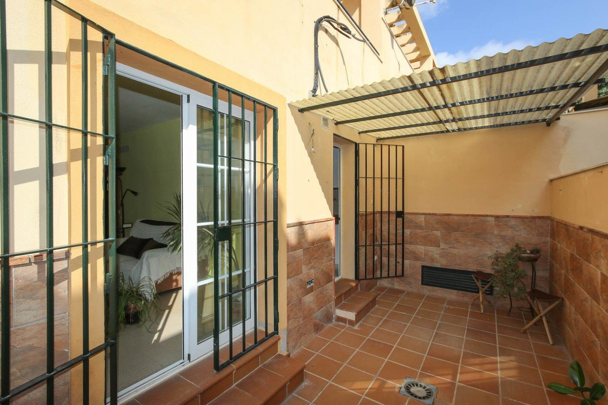 Townhouse for sale in Campanillas
