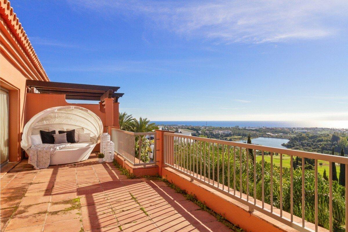 Penthouse for sale in Benahavis, Los Flamingos