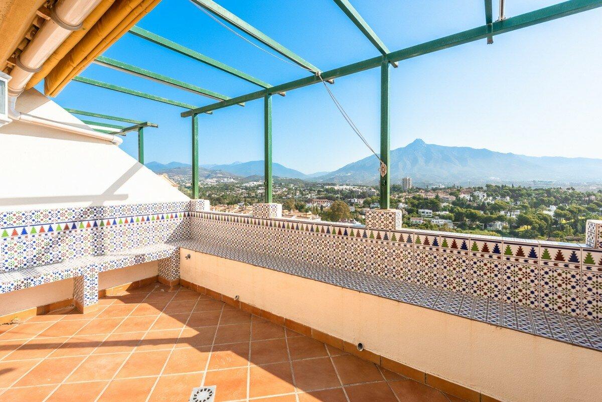 Penthouse for sale in Marbella, Nueva Andalucia