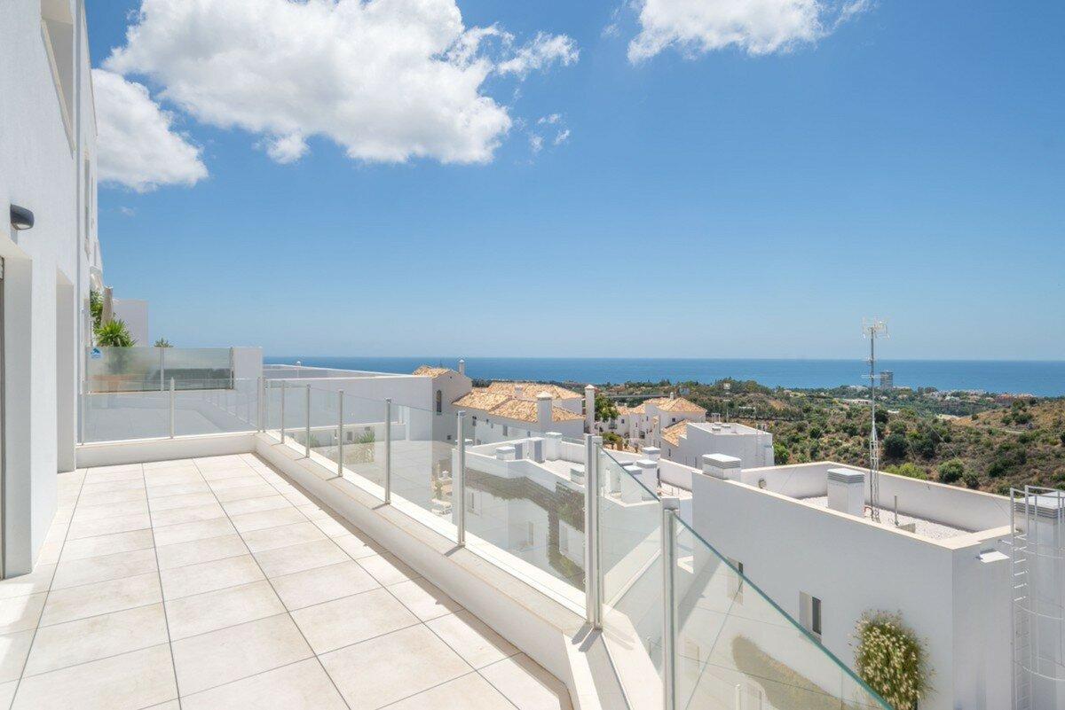 Penthouse for sale in Marbella, Altos de los Monteros