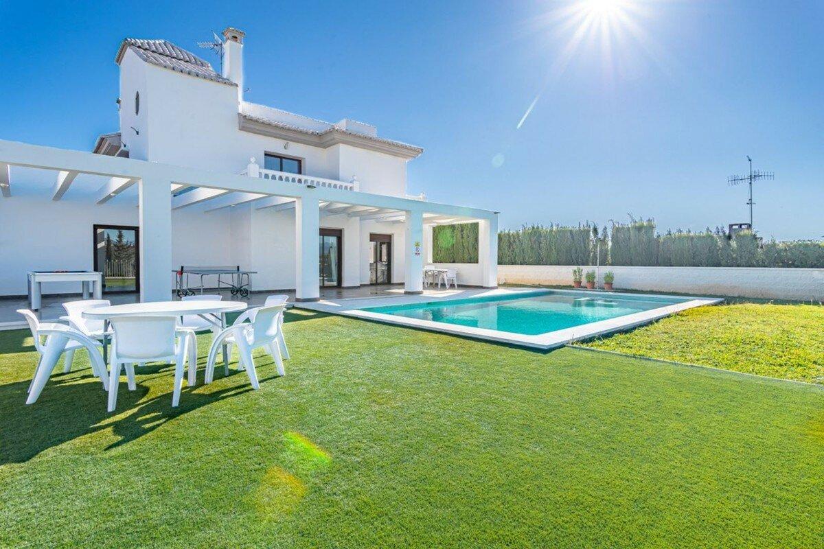 Villa for sale in Fuengirola