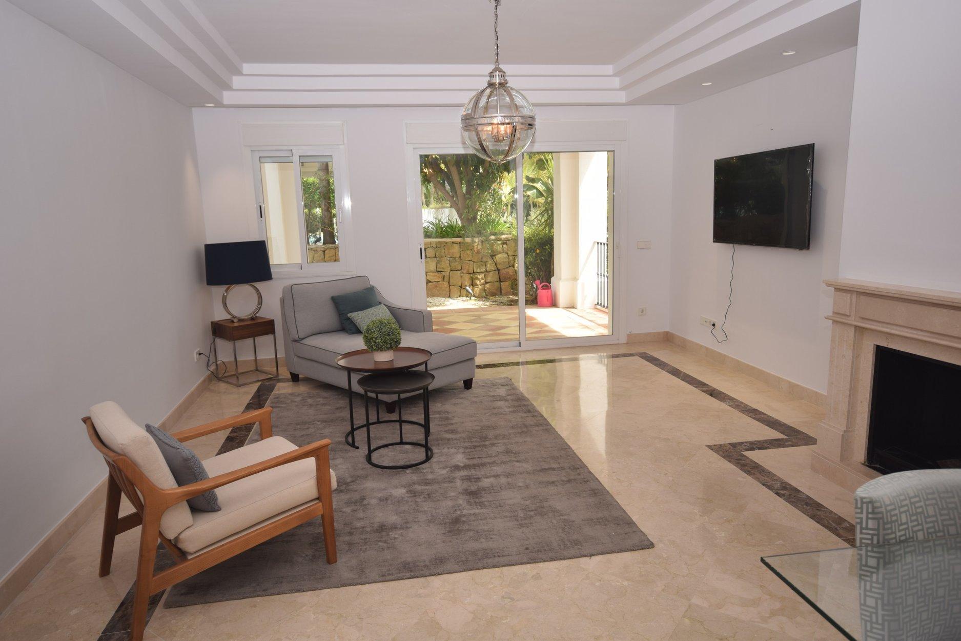schlafzimmer set b ware lattenroste mit gasdruckfedern wei e m bel schlafzimmer wandfarbe. Black Bedroom Furniture Sets. Home Design Ideas