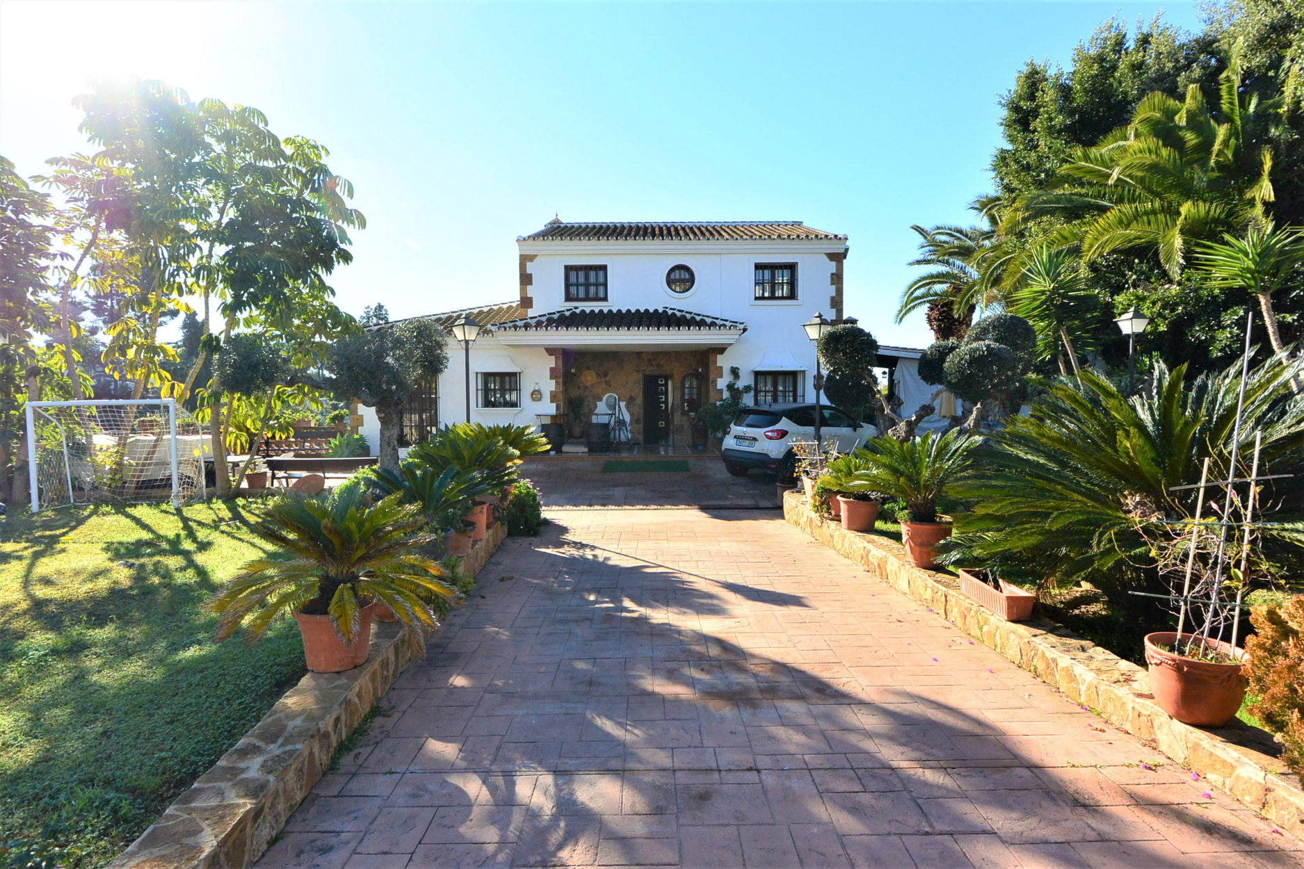 Villa for sale in Marbella, Urb las Cumbres