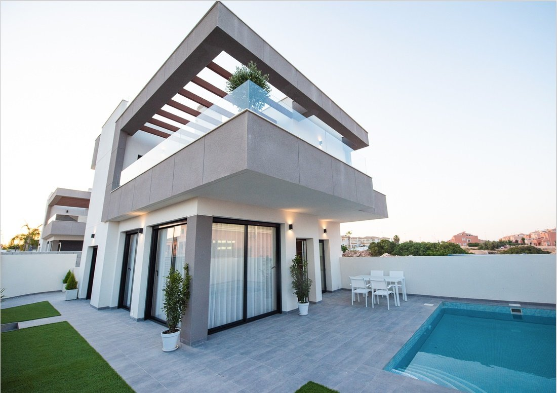 Villa for sale in Los Montesinos - Costa Blanca