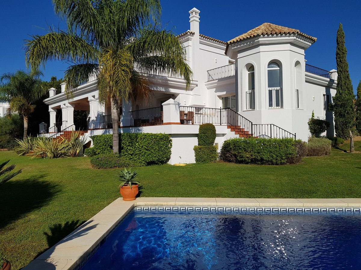 Villa for sale in Benahavis, Los Flamingos