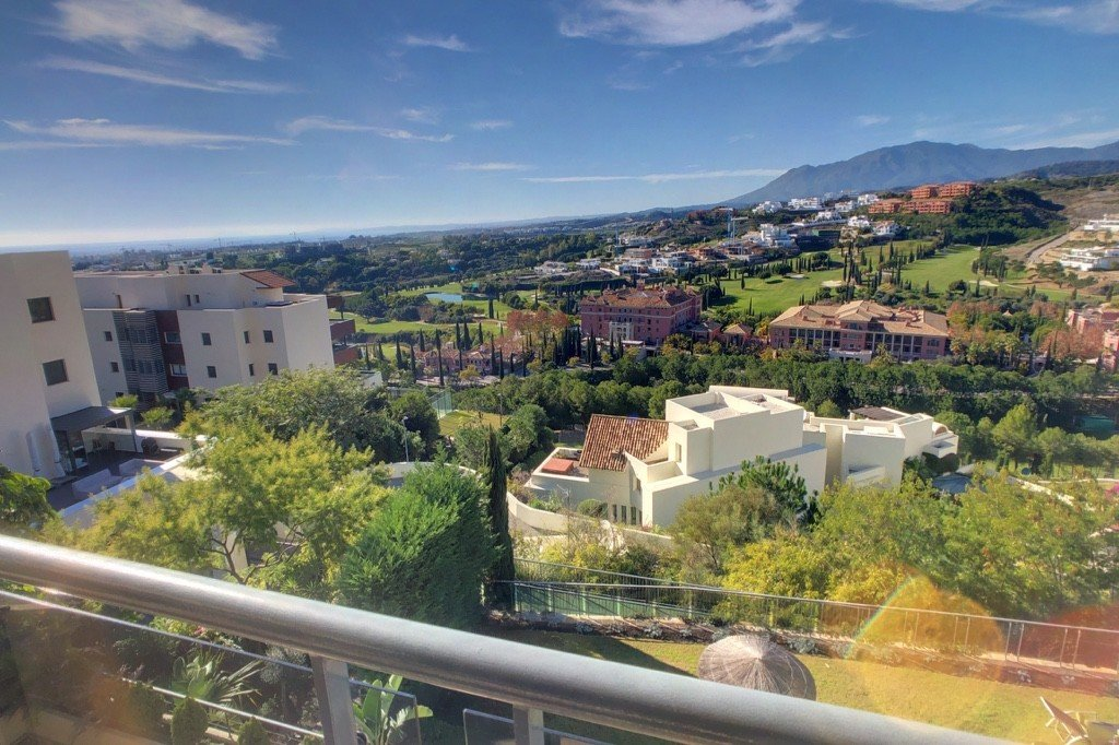 Apartment for sale in Benahavis, Los Flamingos