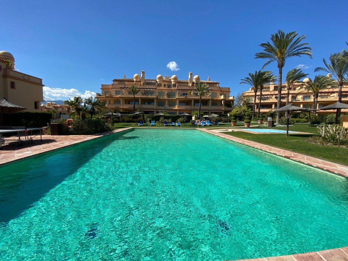 Penthouse for sale in Benahavis, Los Flamingos
