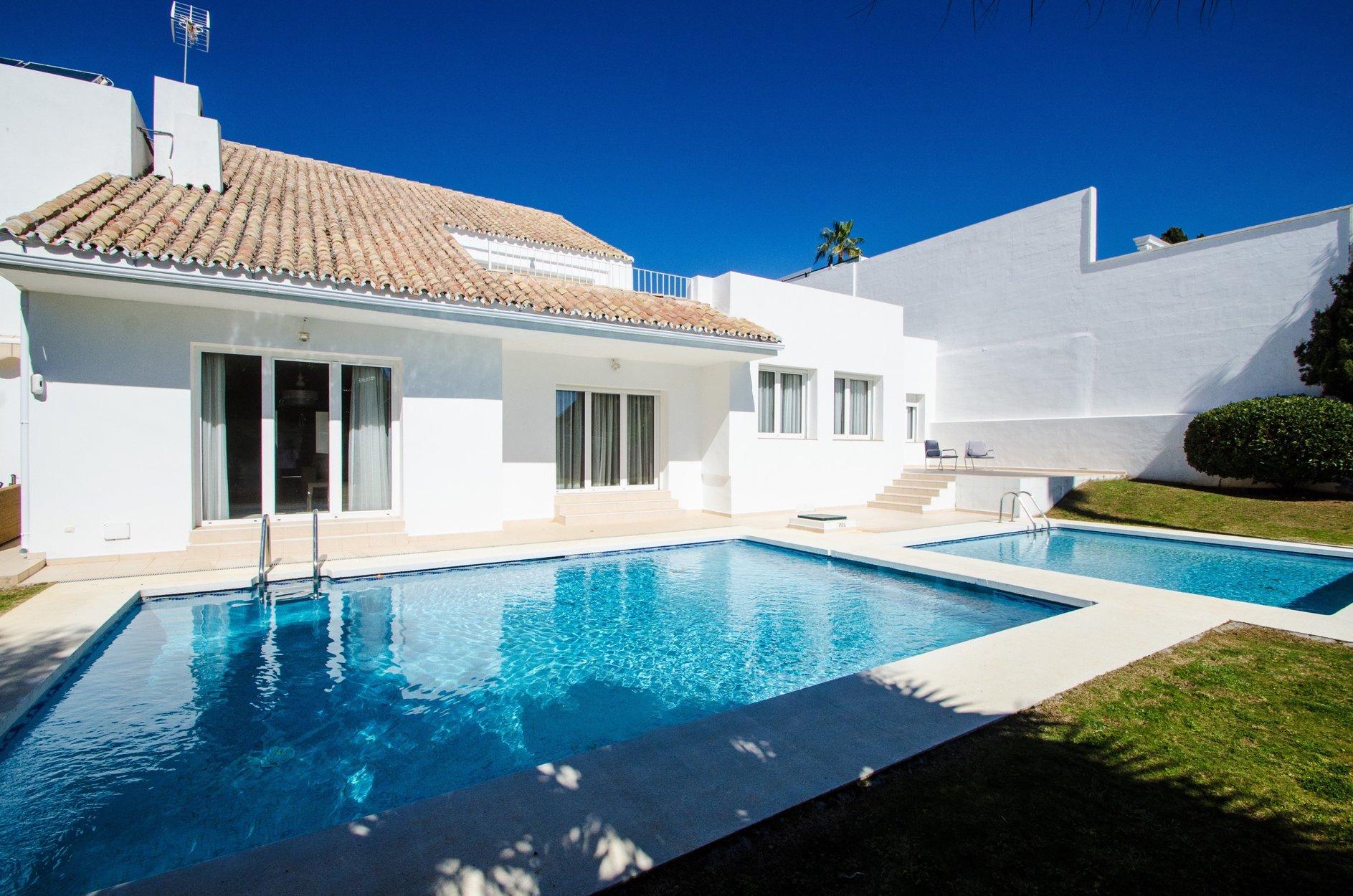 aaa7 Комнатный Дом в Puerto Banus, Marbella | M156600
