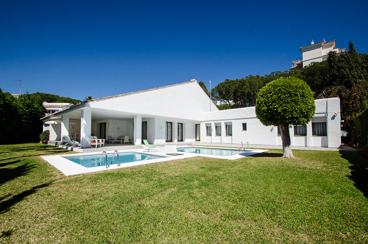 aaa5 Комнатный Дом в Puerto Banus, Marbella | M156596