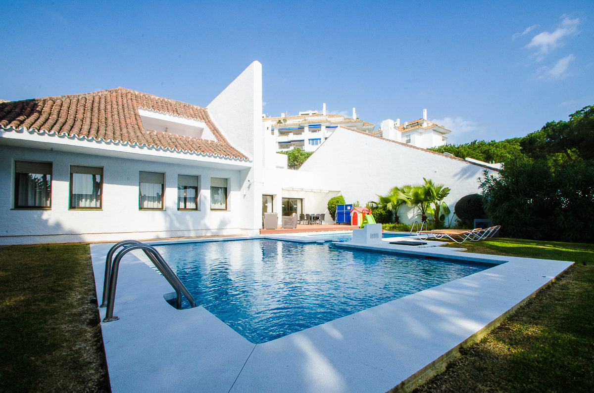 aaaVilla de 5 dormitorios en Puerto Banus, Marbella   M156593