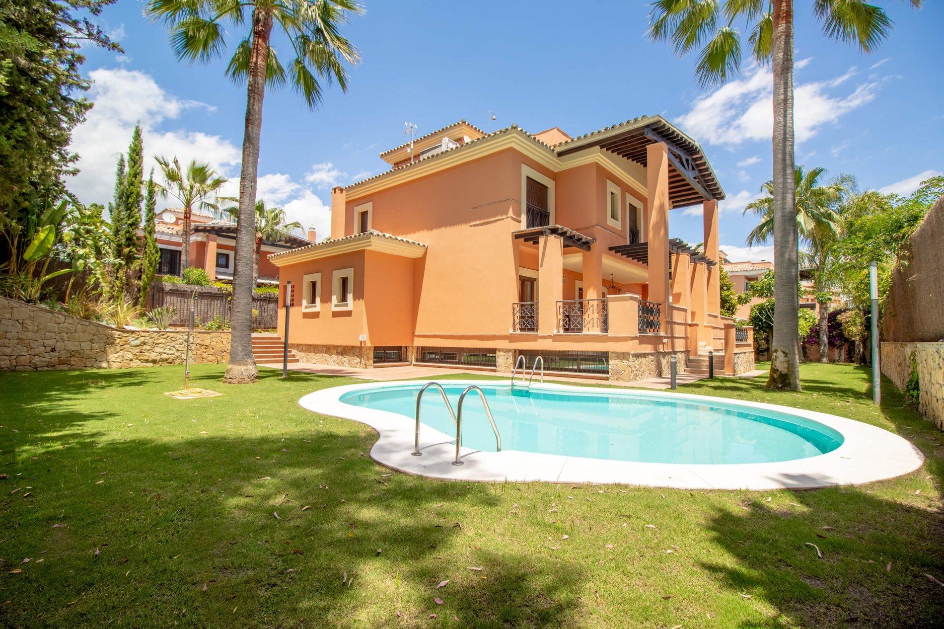 aaa6 bedroom Villa in Los Monteros, Marbella | M140625