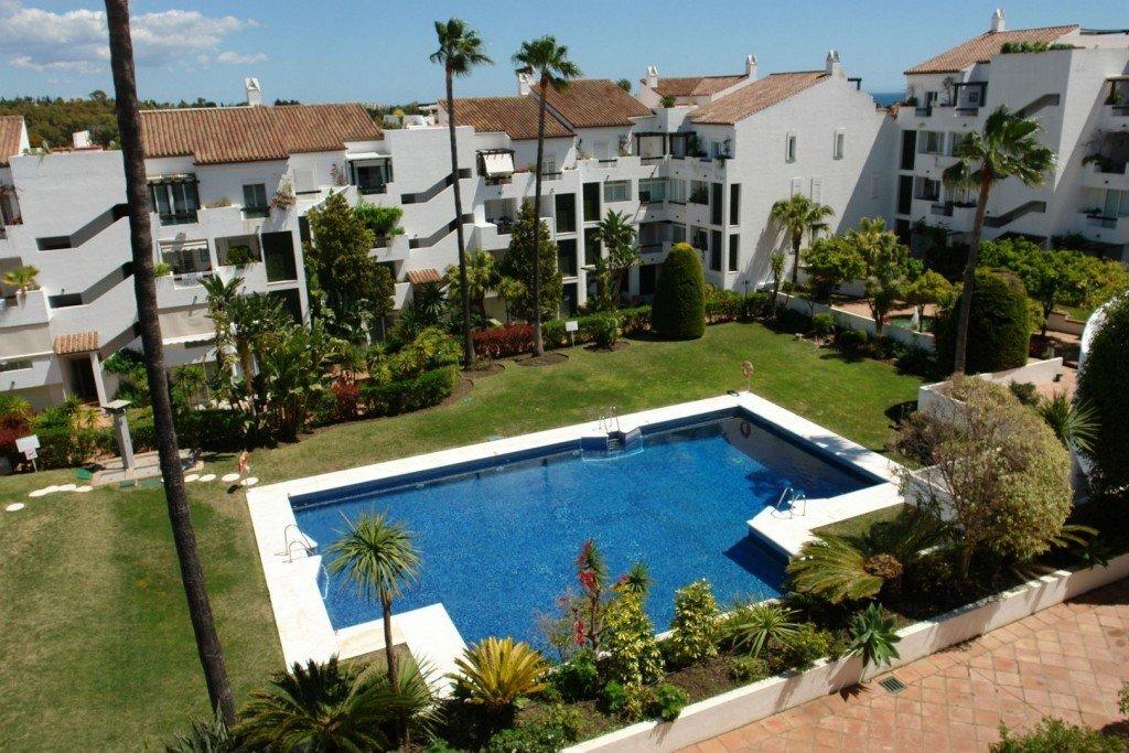 Penthouse for sale in Estepona, Cancelada