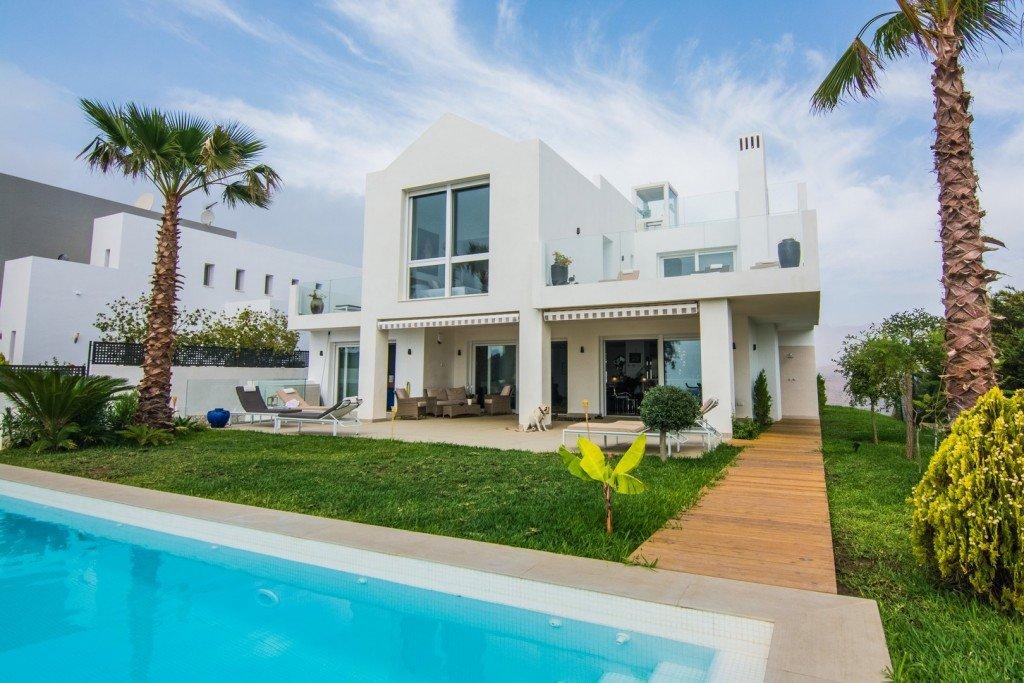 Villa till salu i Marbella, La Mairena