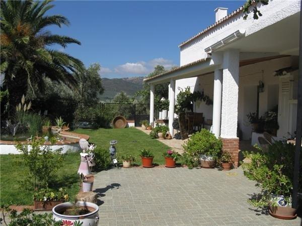 Country house for sale in Villanueva del Rosario
