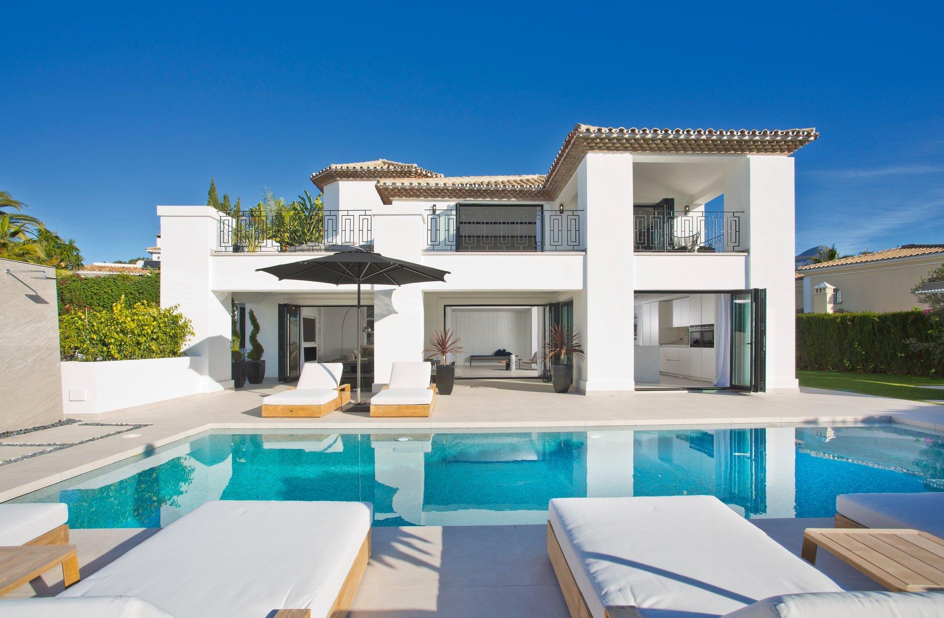 Villa for sale in Marbella, Los Naranjos Golf