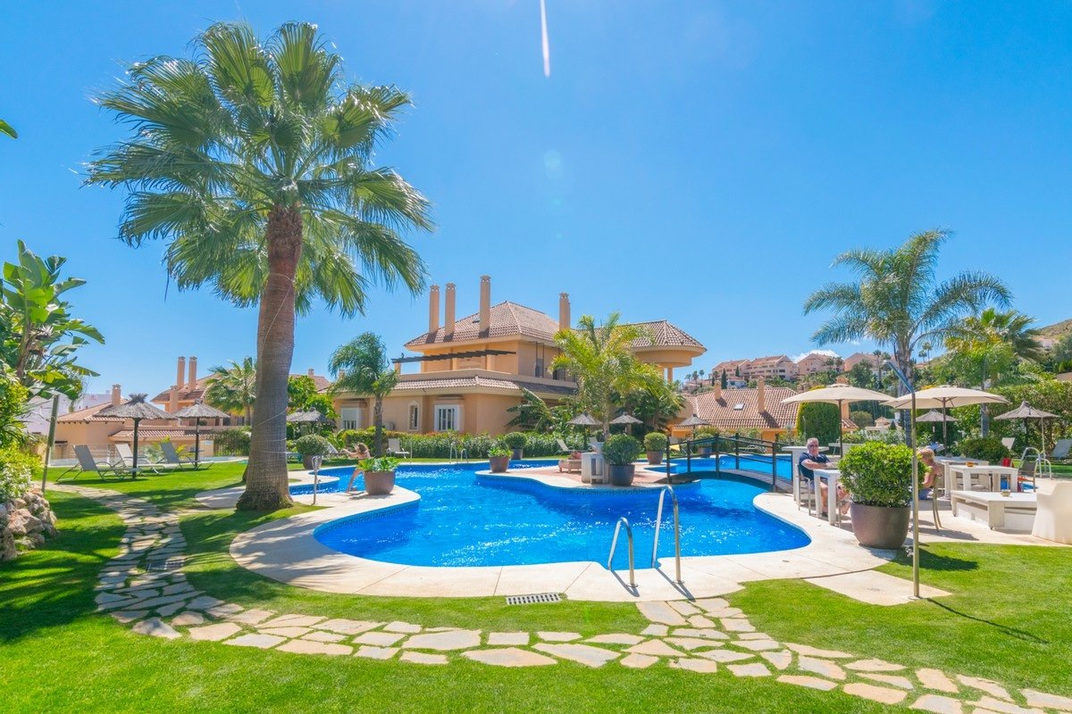 Penthouse for sale in Marbella, Aloha Hill Club