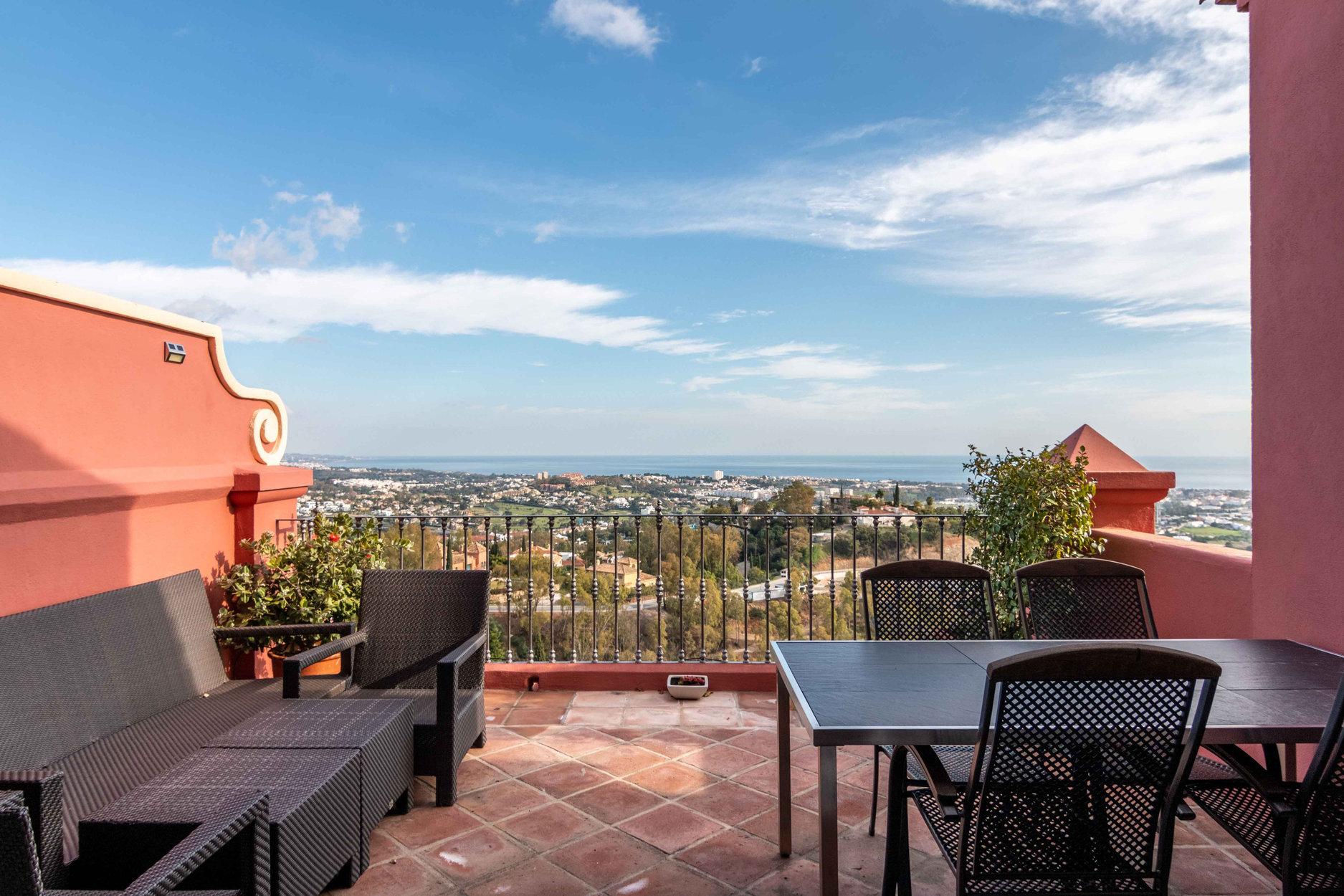 Penthouse for sale in Benahavis, Torre Halcones