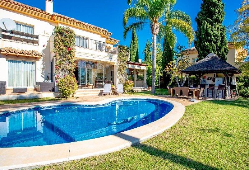 Villa for sale in Marbella, Las Lomas de Elviria