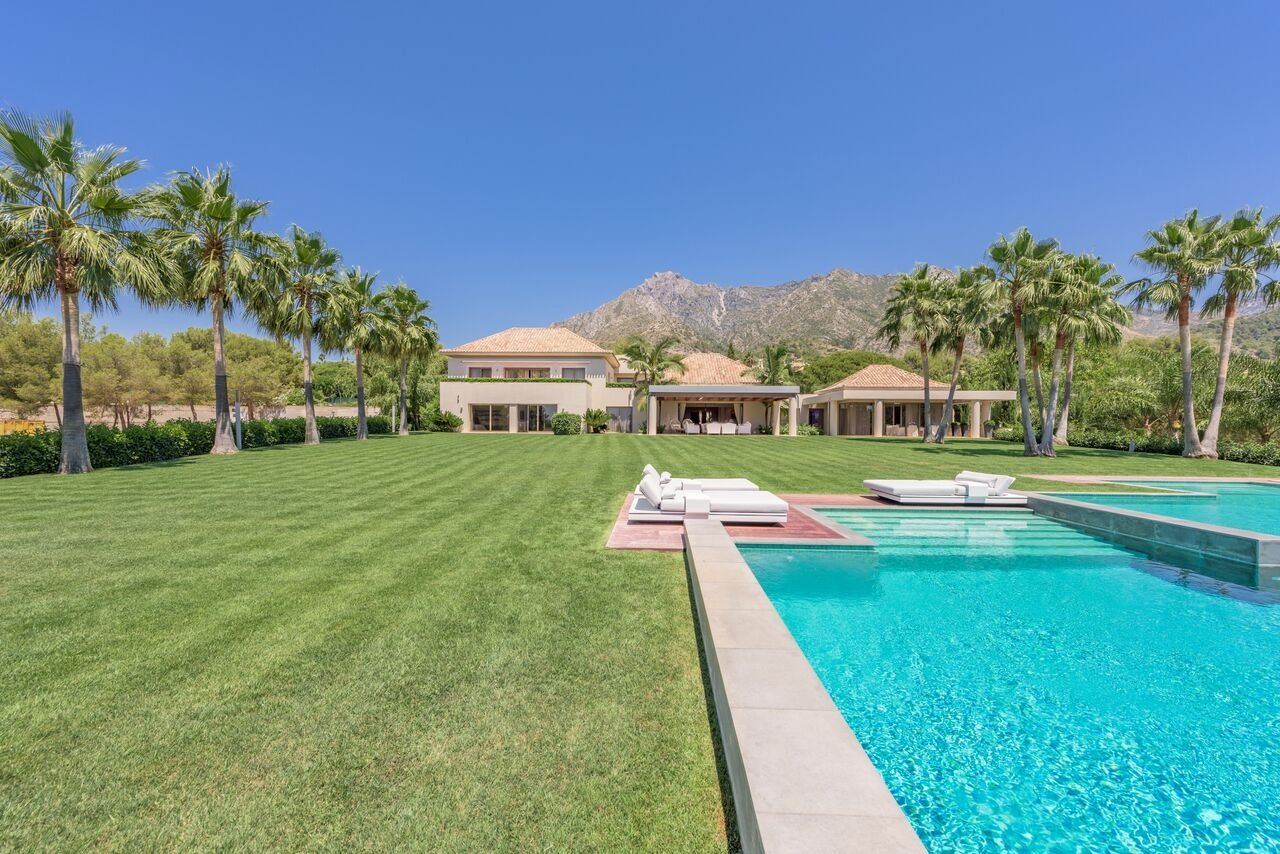 9-bed- villa for Sale in Sierra Blanca