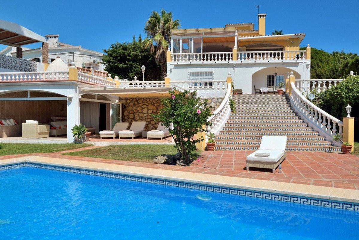 5-bed- villa for Sale in Torrequebrada