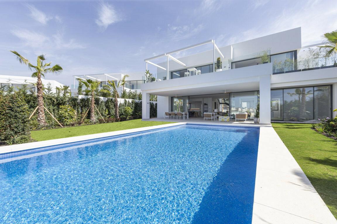 Villa for sale in Marbella, Cabopino
