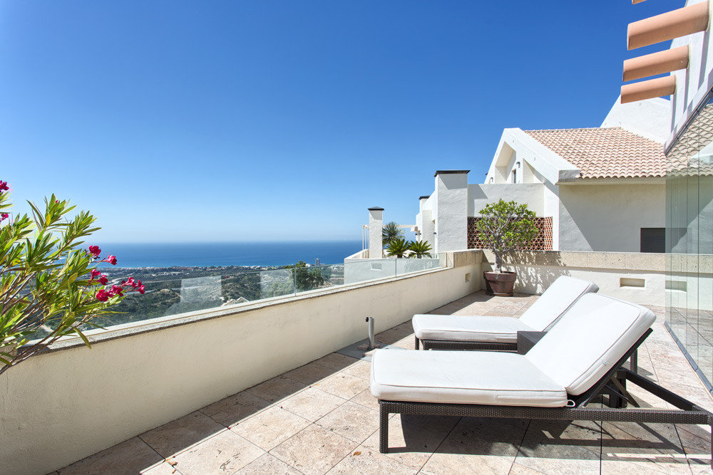 Penthouse for sale in Marbella, Los Monteros Hill Club