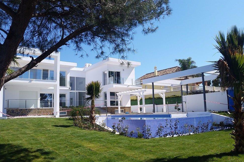 6-bed- villa for Sale in Nueva Andalucia
