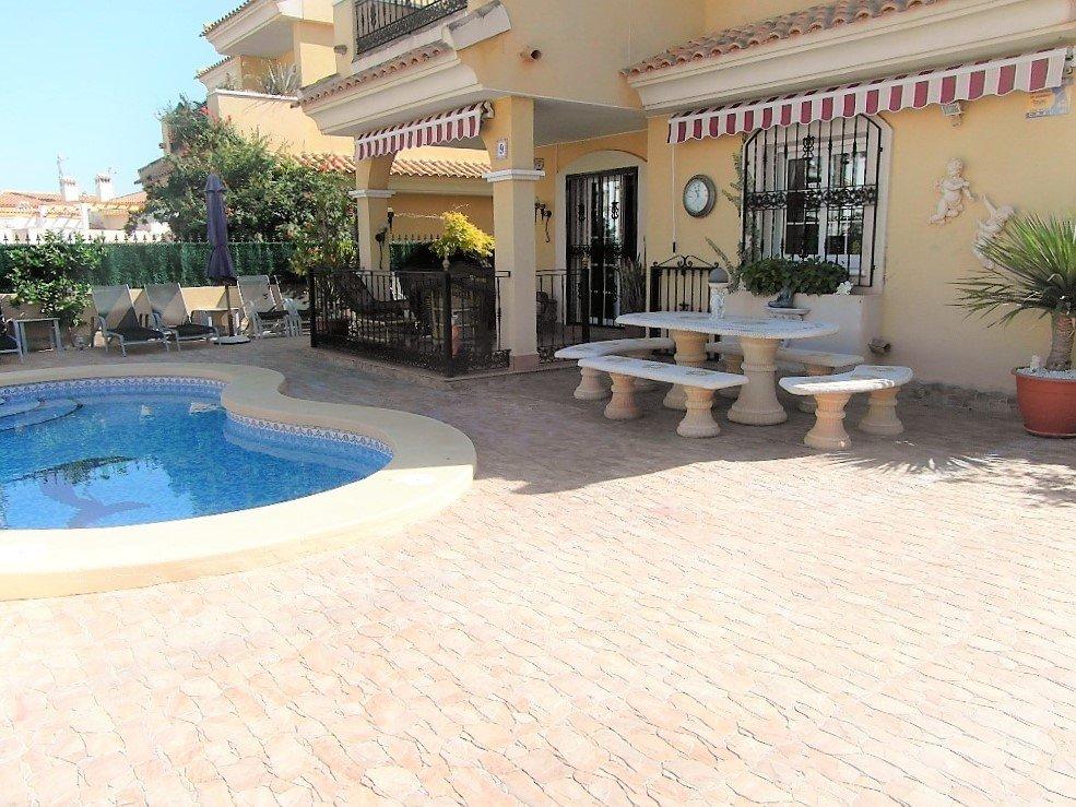 Villa for sale in Los Dolses