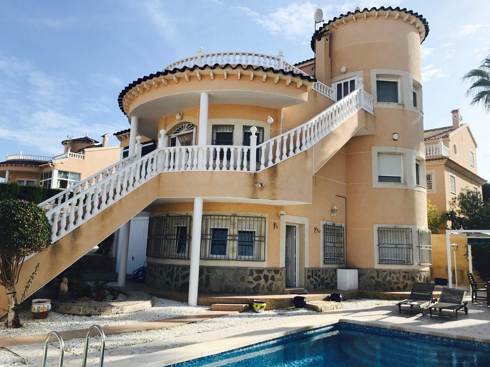 Villa for sale in La Zenia