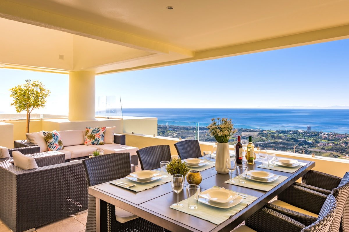 Penthouse for rent in Marbella, Los Altos de los Monteros