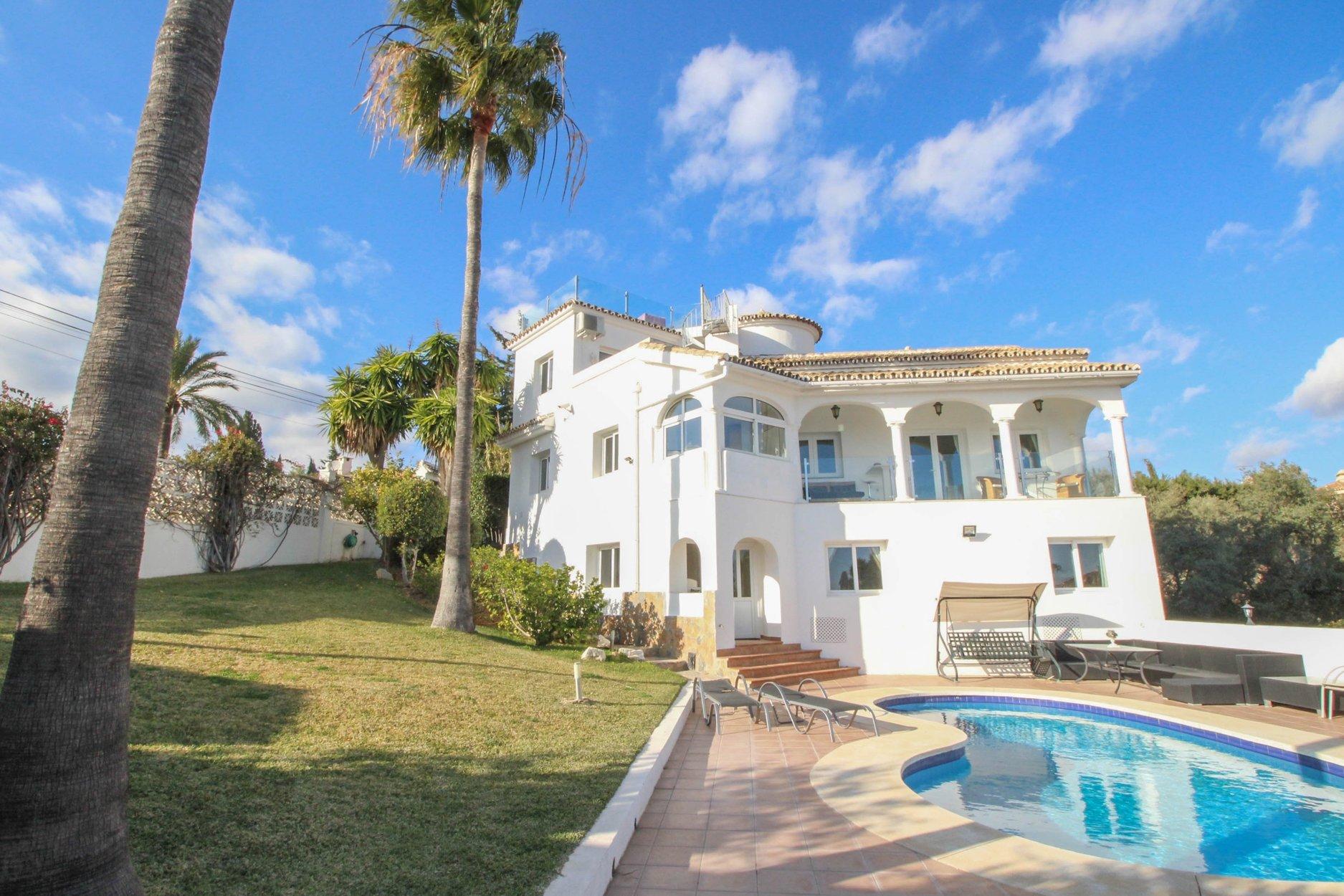 Villa for sale in Marbella, Elviria