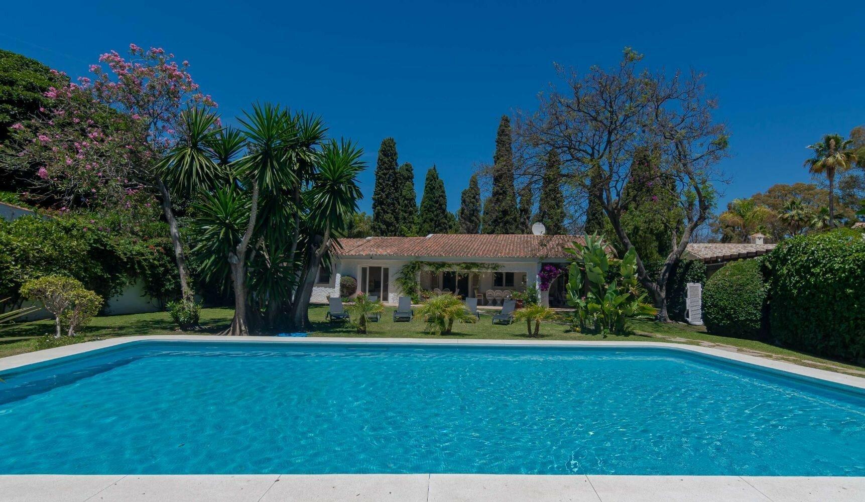 Villa for sale in San Pedro Alcantara, Cortijo Blanco