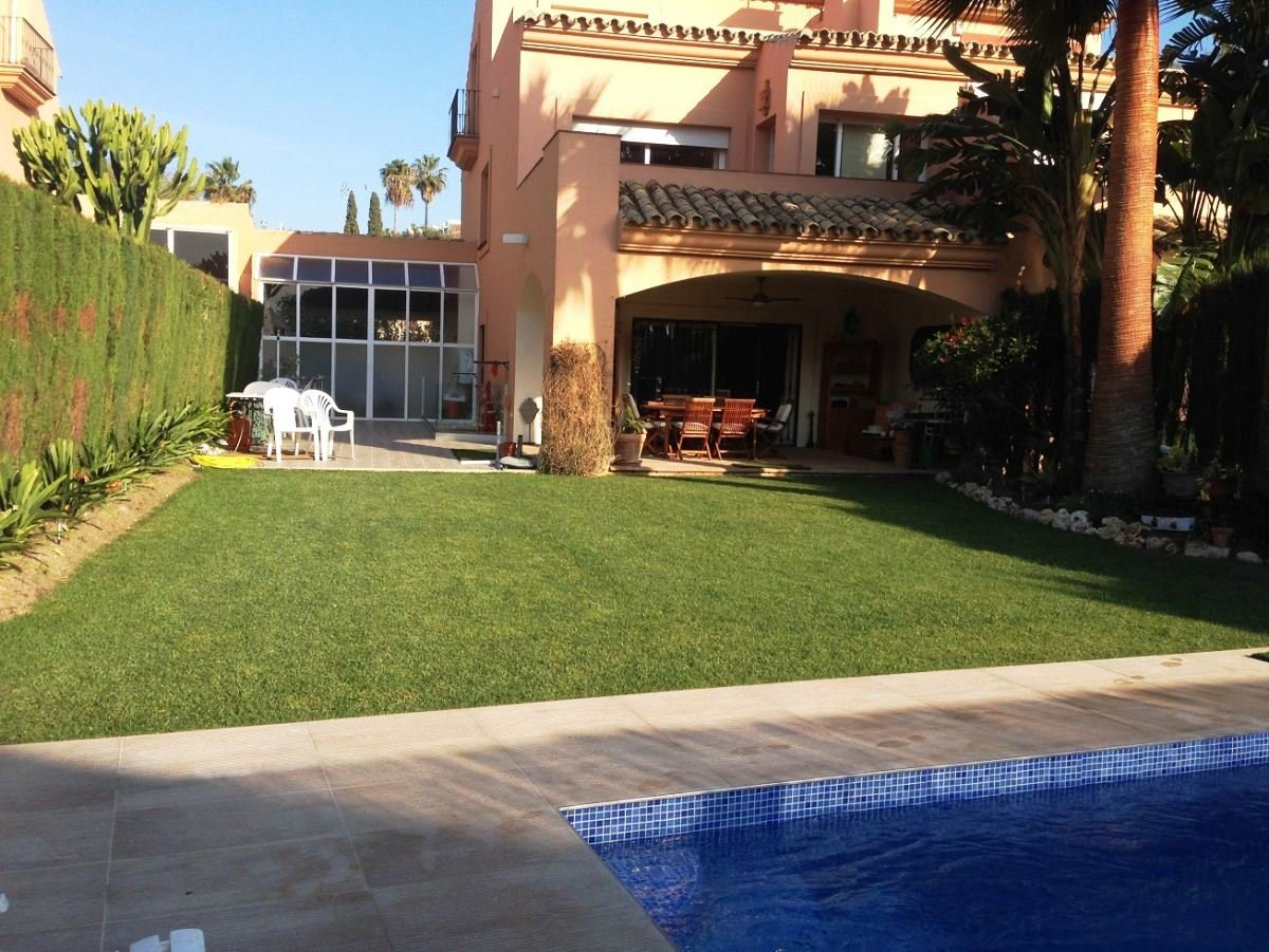 Town house te koop in Estepona