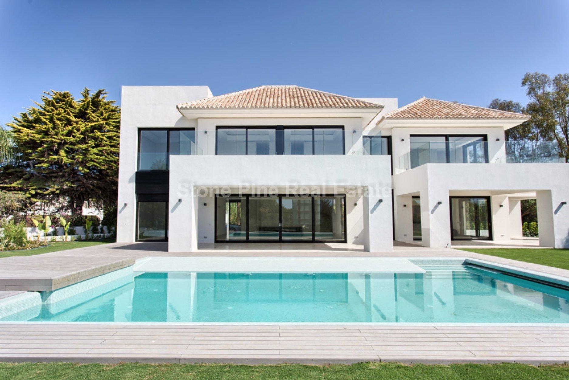 5-bed- villa for Sale in Estepona