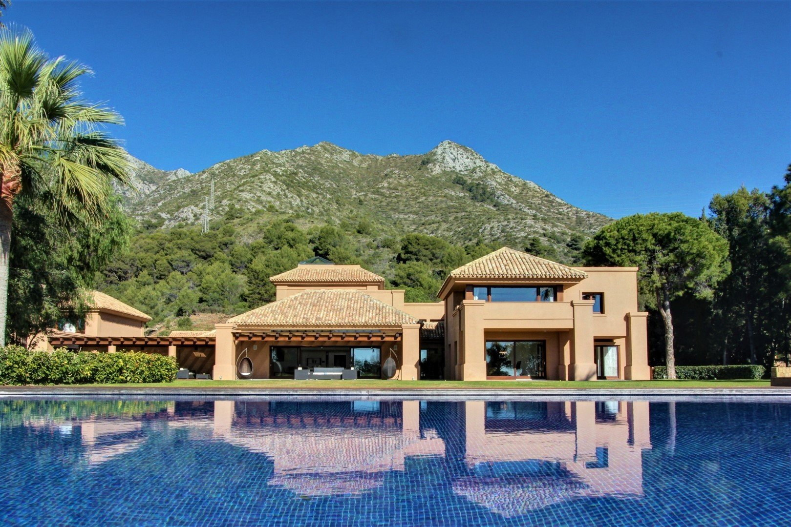 Villa for rent in Marbella, Cascada de Camojan
