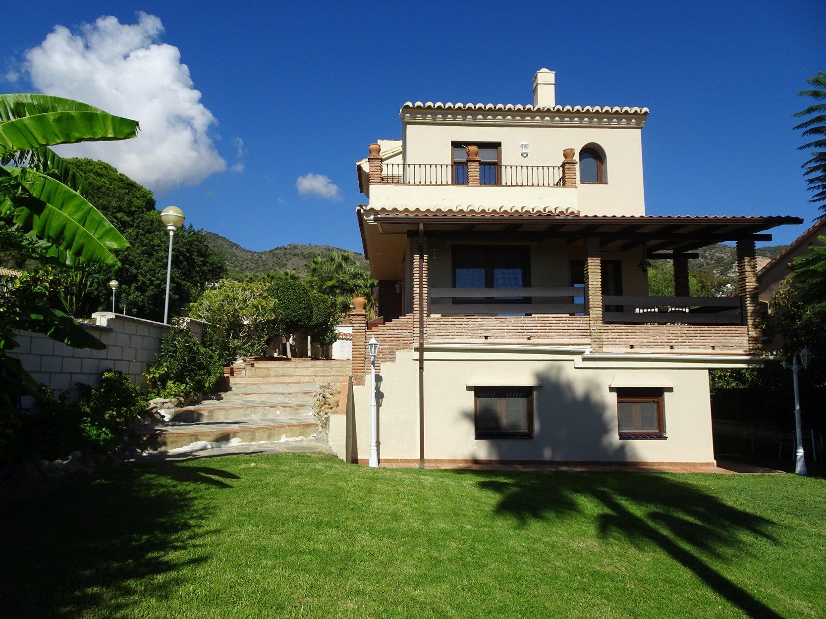 Villa for sale in Benalmadena Pueblo