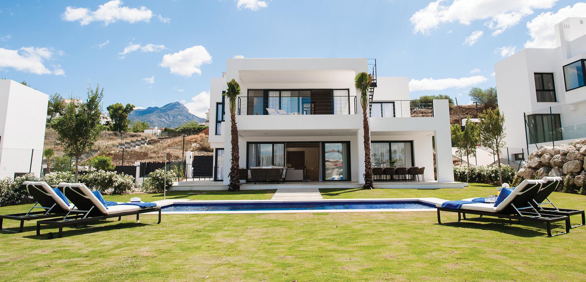 5-bed- villa for Sale in Nueva Andalucia