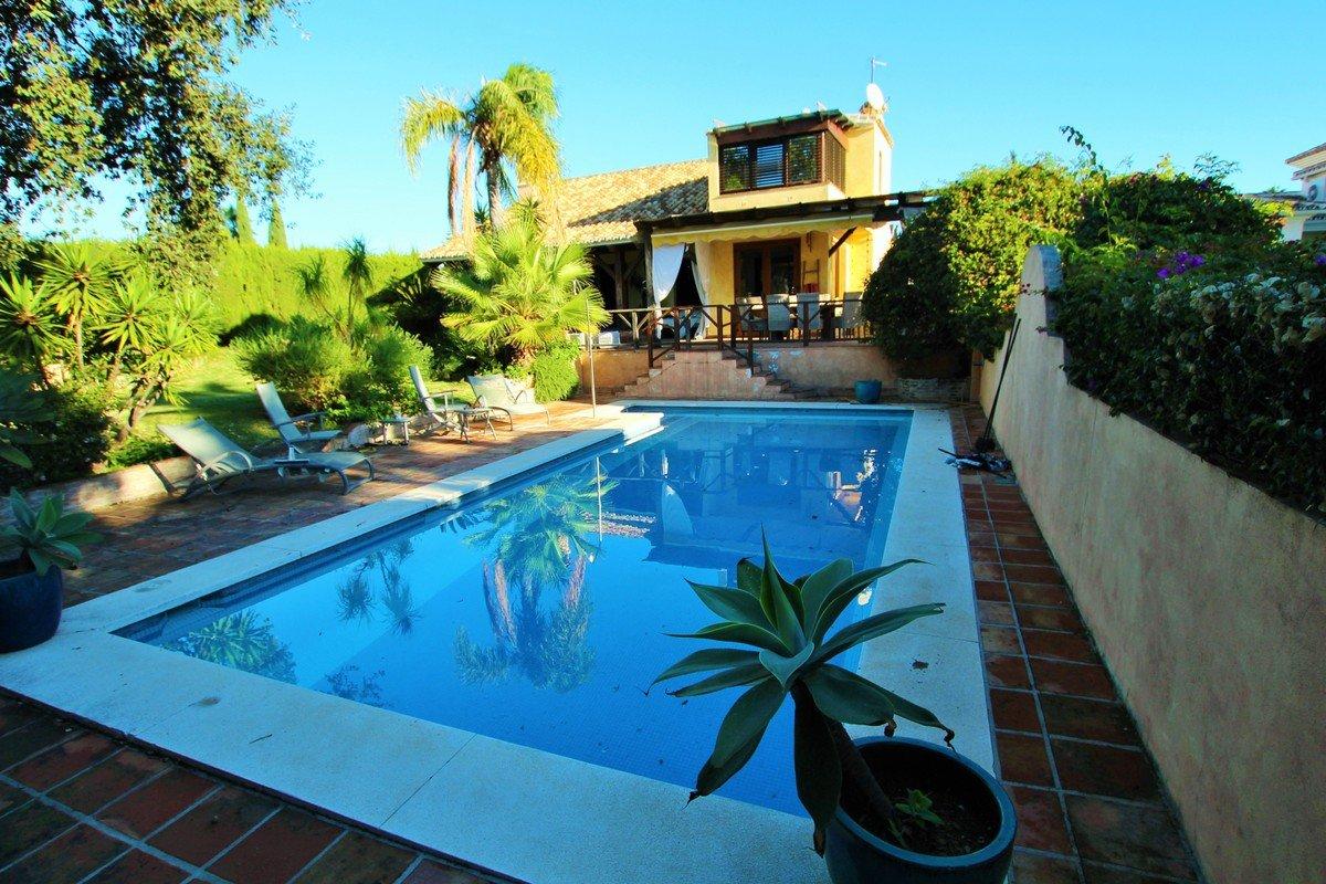 Villa te koop in Calahonda