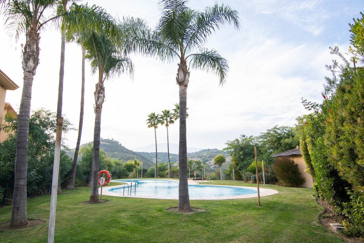 Penthouse for sale in Estepona, La Resina Golf
