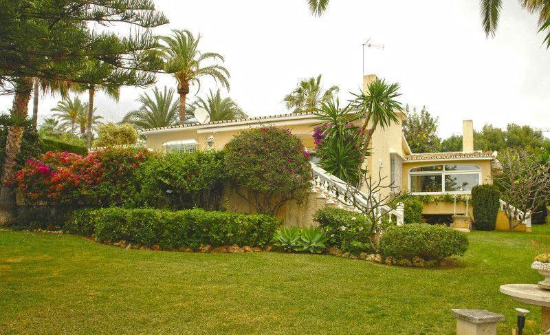 Villa for sale in Marbella, Arroyo de las Piedras