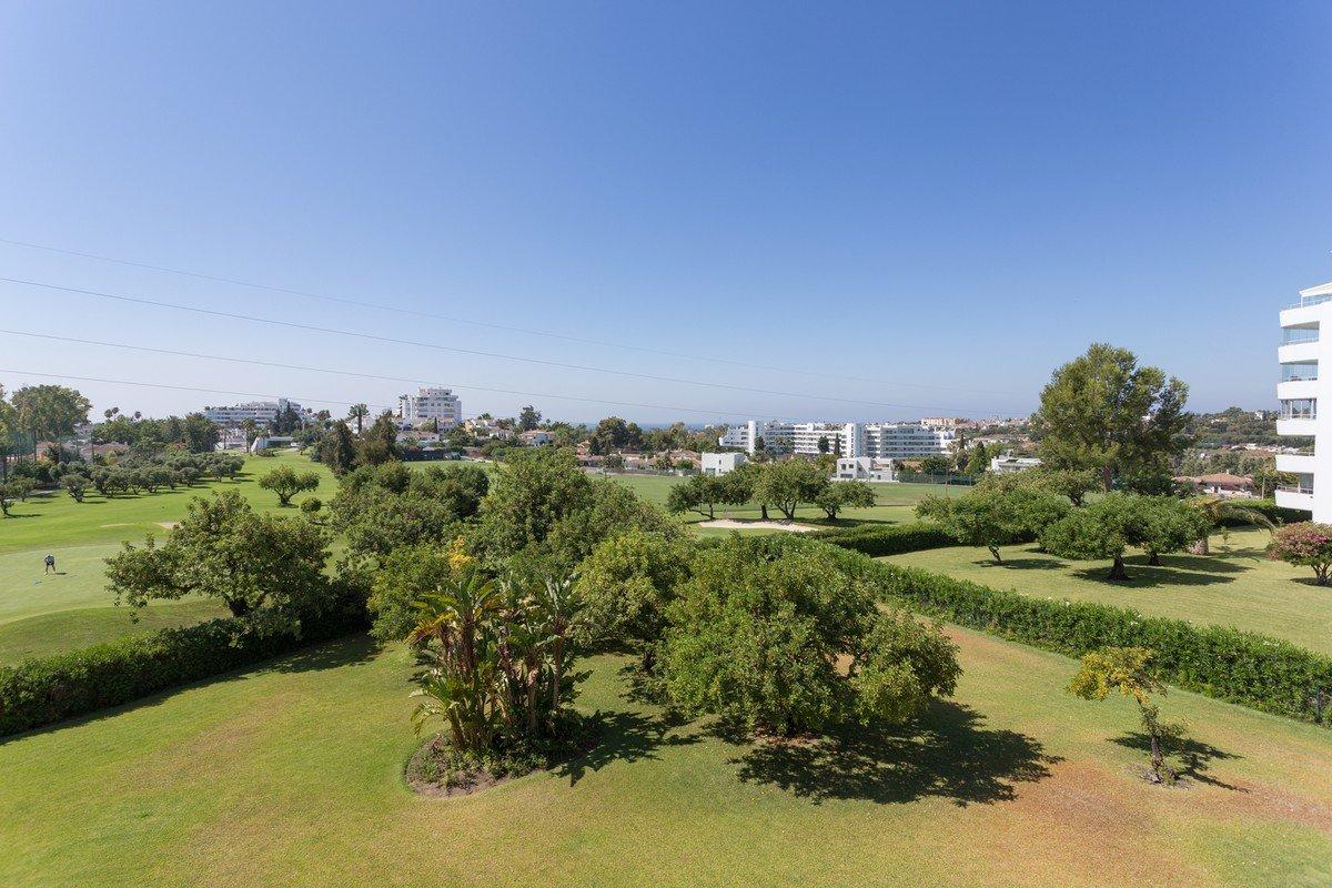 Apartment For Sale in Guadalmina Alta, San Pedro Alcantara