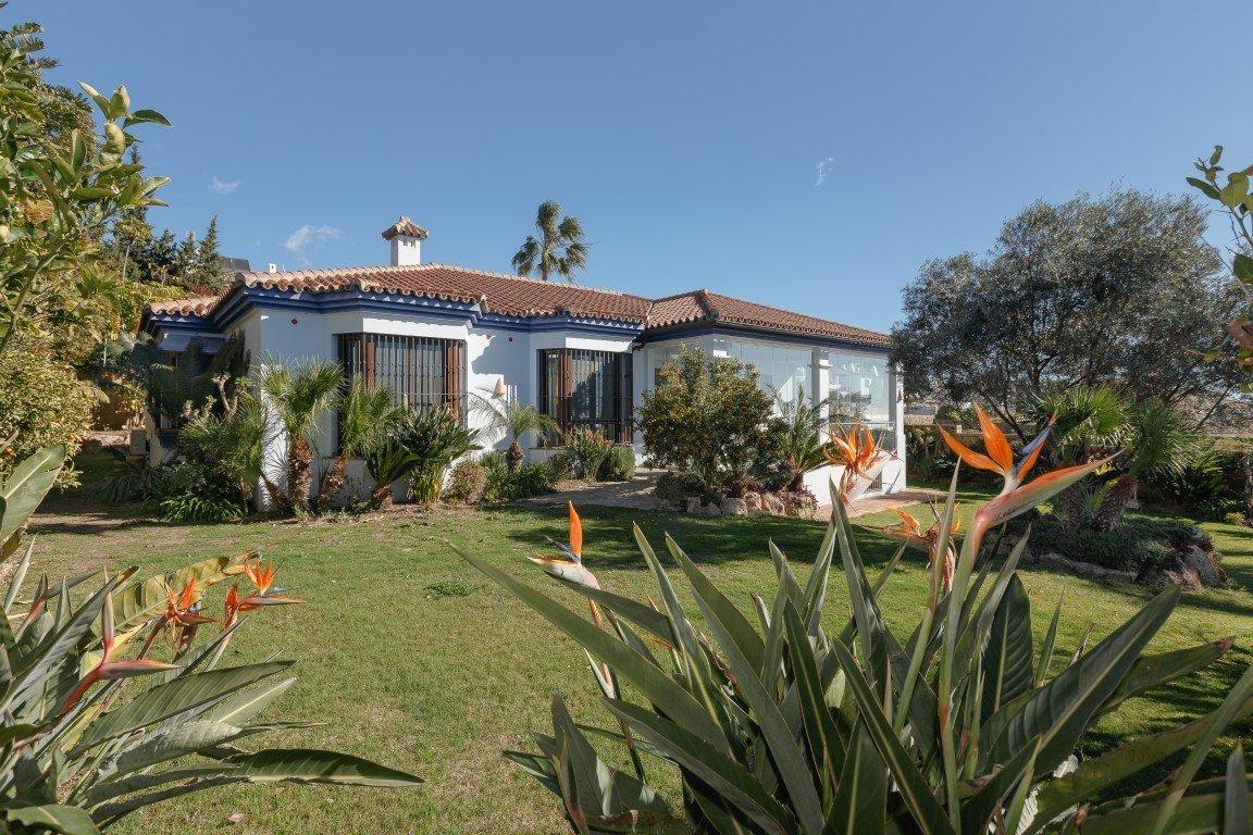 Villa for sale in La Duquesa