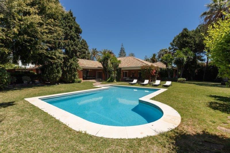 5-bed- villa for Sale in Guadalmina Baja
