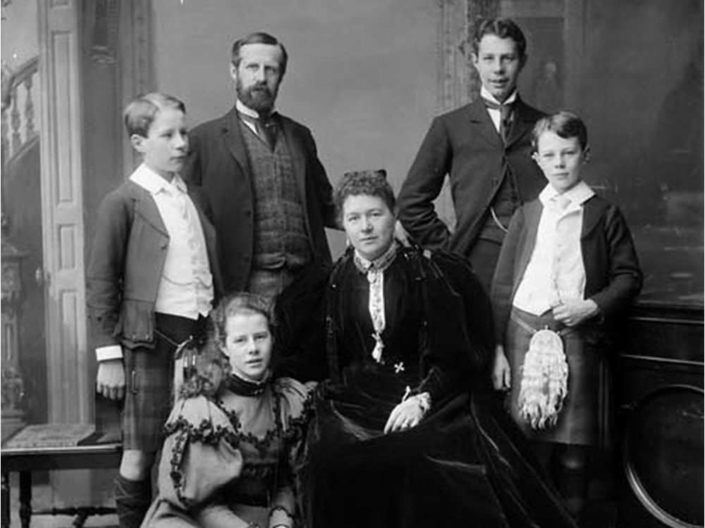 Lady-Aberdeen-and-family.jpg