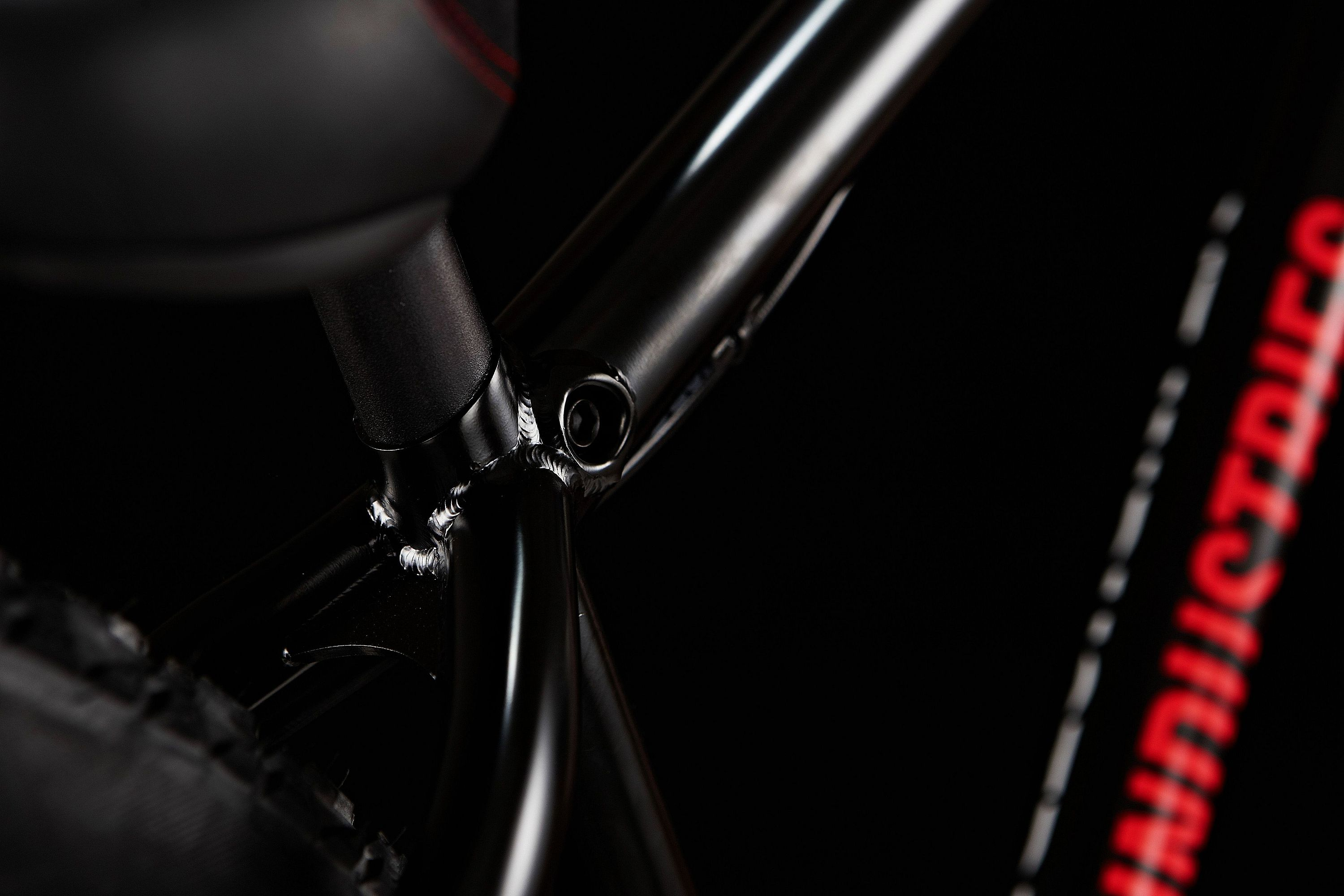 YT_Dirt_Love_Andreu_Signature_Integrated_Seatpost_Clamp