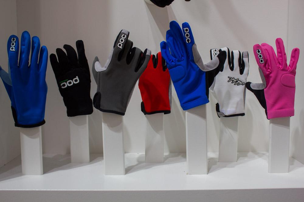 Bunte Sammlung von POC-Handschuhen